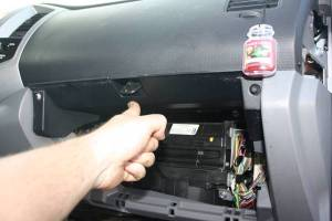 HowTo: Replace OEM Antenna (infender) | Taa World