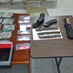 Drogas Bayamón ocupa mucha droga y armas en el residencial Brisas