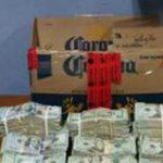 Hombre es arrestado con arma y gran cantidad de dinero
