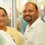 Alcalde de Río Grande entrega pavos a empleados municipales