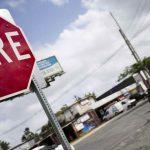 La Policía reporta accidente entre un carro y una motora en Guanica