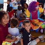 Hospital Caribbean entrega juguetes en el Residencial Diego Zalduondo de Luquillo