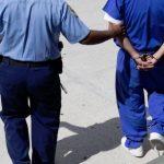 Arrestan a una madre y un padrastro por abuso sexual contra una menor