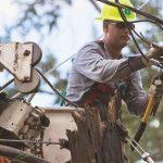 Empleado de brigada de energía de EE.UU. sufre caída en Puerto Nuevo