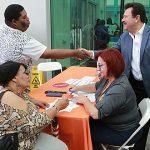 Ciudadanos responden al llamado de prevención de Carolina para vacunarse contra la influenza