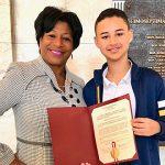 Senadora Nayda Venegas Brown premia la excelencia académica en las Iglesias Escuelas