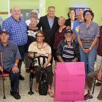 """""""Johnny"""" Méndez lleva suministros y ayuda a centros de envejecientes en la zona este"""