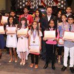 Alcalde Aponte distingue ejecutorias y civismo de 69 estudiantes con Medalla de Ciudadanía