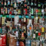 Se llevan rones, cigarrillos y efectivo de negocio en Tropical Beach