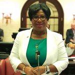 Senadora Nayda Venegas Brown da vida a la 'Cumbre Nacional de la Familia'
