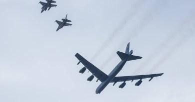 B-52 strategic American bomber F-16 Fighting Falcon