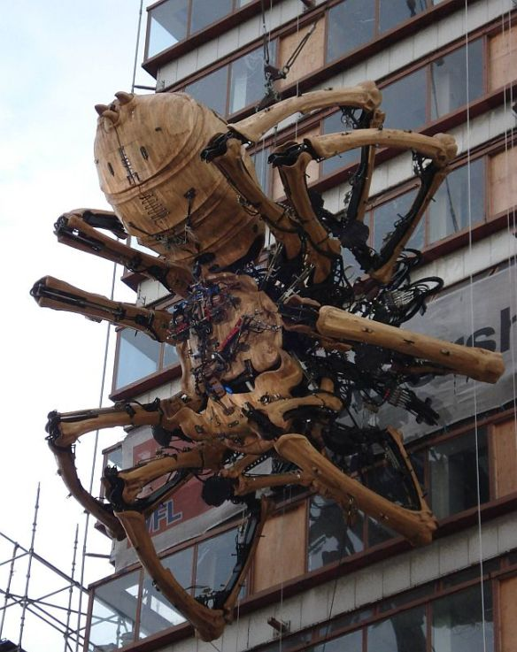 20140901-giant-spider