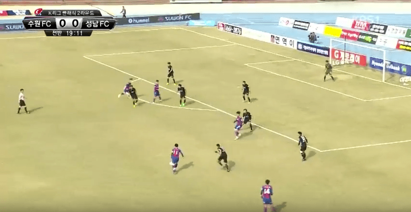 Suwon FC pre-Kim Byung-oh introduction. Poor attacking structure, making it easy for Seongnam to defend.