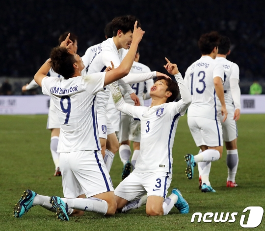 South Korea crushes Japan in E-1 Football Championship final