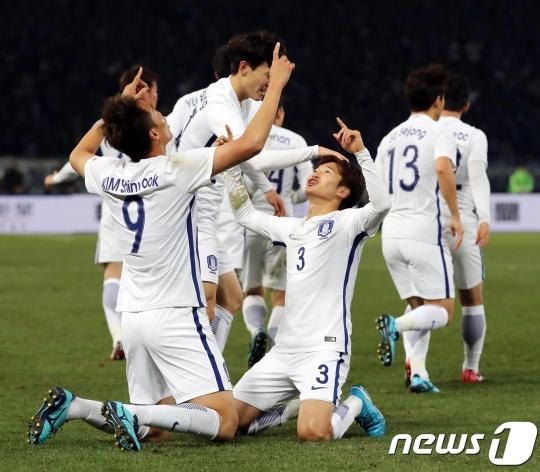 E-1 Championship - Korea 4, Japan 1 -- Player Ratings