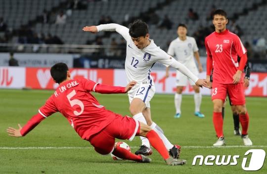 E-1 Championship: South Korea 1, North Korea 0 -- Own Goal Gives South Korea a Shot at Trophy