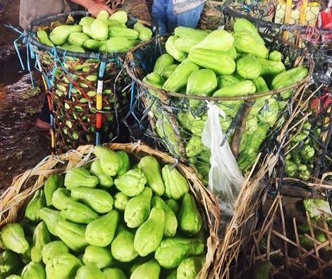 Sayote Vegetable Pears in Baskets