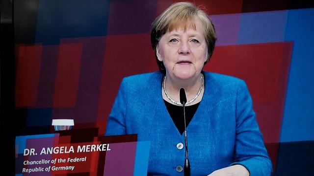 Angela Merkel spricht bei der digitalen Industrieschau Hannover.| Bildquelle: imago images/Hartenfelser