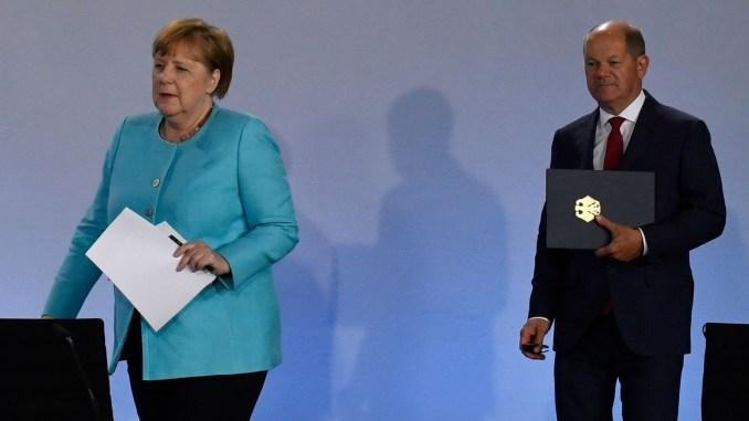 Kanzlerin Merkel und Vizekanzler Scholz | Bildquelle: AFP