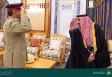 Photo of خادم الحرمين يستقبل رئيس هيئة الأركان المشتركة الباكستانية