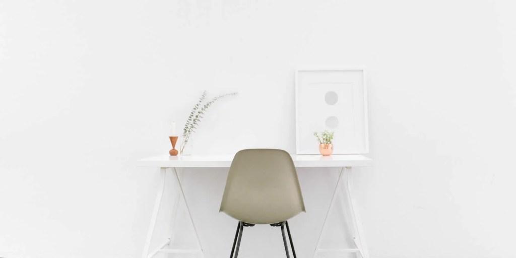 Mesa com cadeira para leitura
