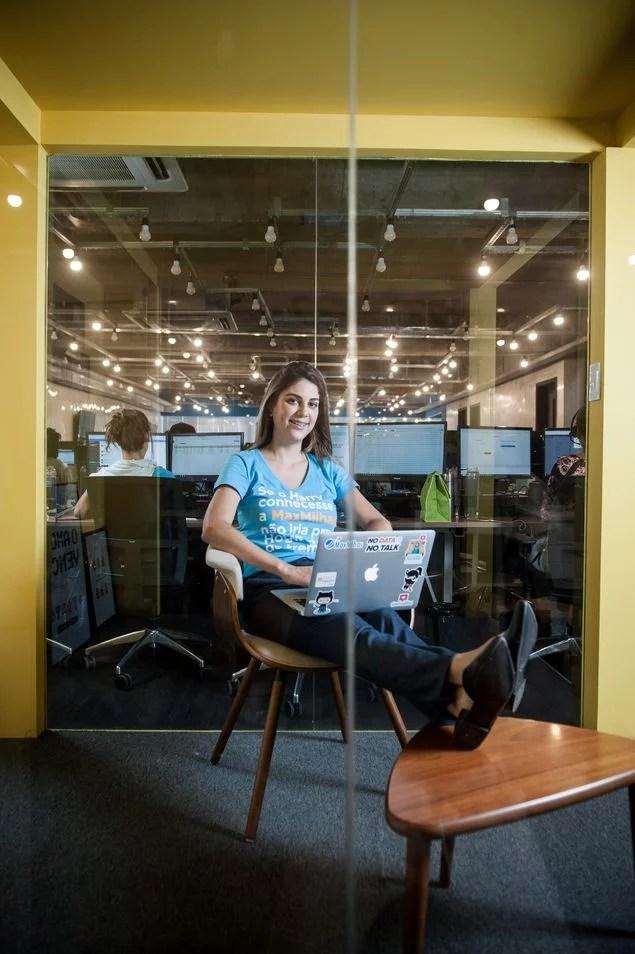 Tahiana D'Egmont em foto para o jornal A Folha de São Paulo