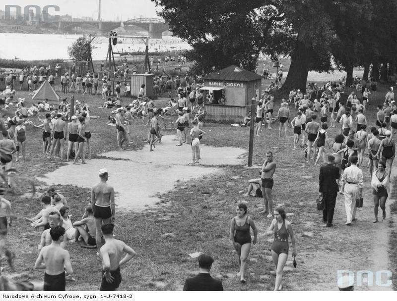 Lipiec-1936-r--Plaza-braci-Kozlowskich--Widoczny- Wakacje z treningiem
