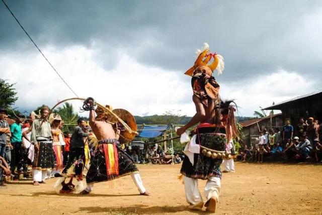taniec z biczem - pokazy ludu Caci