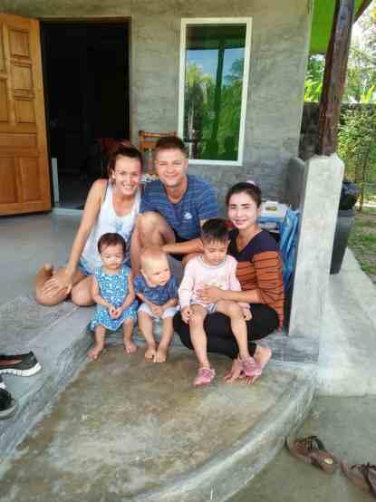 Su namo šeimininkais Ao Nang, Krabi