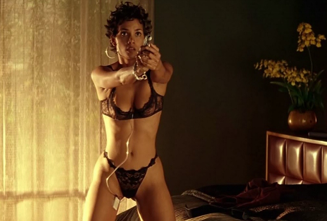 Halle Berry strips down in 'Swordfish'