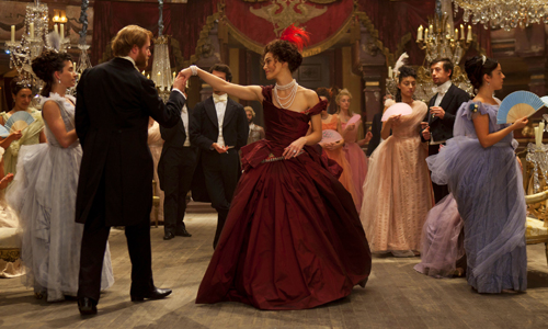 'Anna Karenina' works like a stage play on the silver screen
