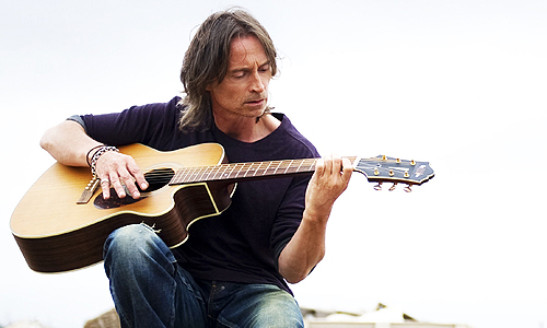 Robert Carlyle strums his guitar in 'California Solo'