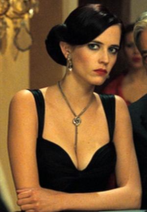 Eva Green seduces James Bond as Vesper Lynd in 'Casino Royale'