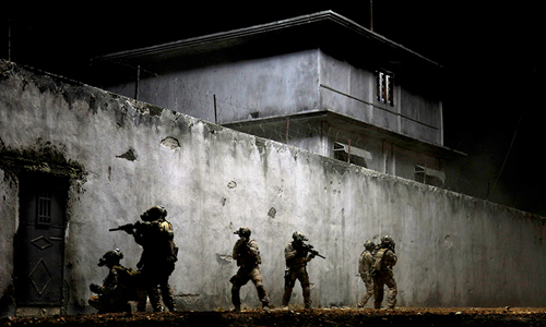 Navy SEALS raid Osama bin Laden's compound in 'Zero Dark Thirty'