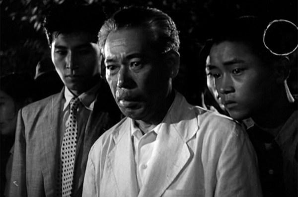 Akira Takarada (center) and Akihiko Hirata (left) work to find a way to defeat Godzilla in 'Gojira'