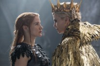 """(L to R) Warrior Sara (JESSICA CHASTAIN) faces off against the Evil Queen Ravenna (Oscar® winner CHARLIZE THERON) in the story that came before Snow White: """"The Huntsman: Winter's War."""" Chris Hemsworth and Theron return to their roles from """"Snow White and the Huntsman,"""" joined by Emily Blunt and Chastain."""