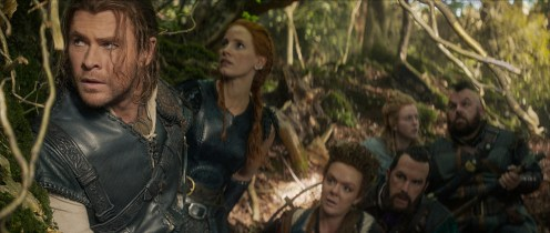 """(L to R) Eric the Huntsman (CHRIS HEMSWORTH), Sara (JESSICA CHASTAIN), Mrs. Bromwyn (SHERIDAN SMITH), Gryff (ROB BRYDON), Doreena (ALEXANDRA ROACH) and Nion (NICK FROST) in the story that came before Snow White: """"The Huntsman: Winter's War."""" Hemsworth and Oscar® winner Charlize Theron return to their roles from """"Snow White and the Huntsman,"""" joined by Emily Blunt and Chastain."""