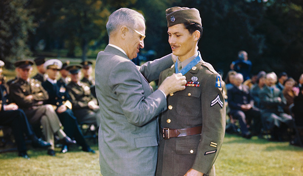 (Original Caption) President Truman awarding Congressional Medal of Honor to Corporal Desmond Doss of Lynchburg, Va., a conscientious objector who served in Medical Corps.