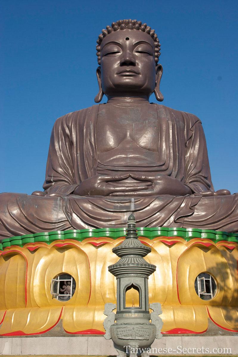 Bagua Big buddha statue