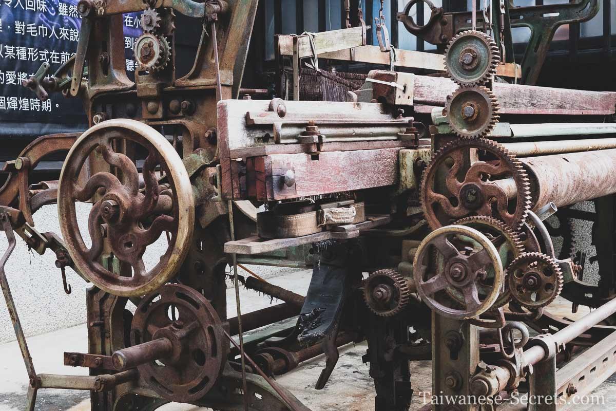 cotton weaving machine