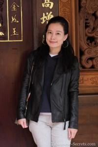 taiwanese girl on dihua street