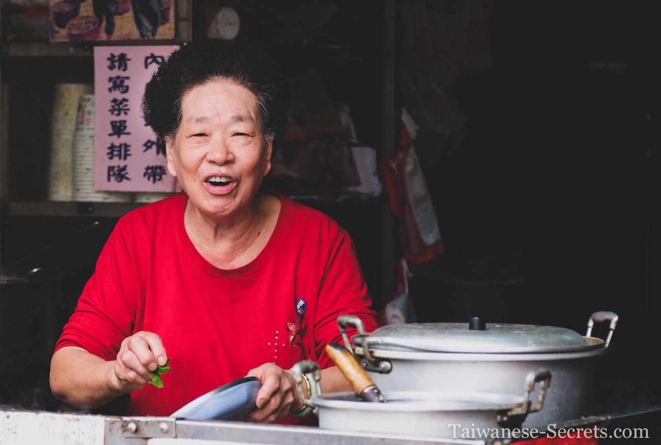 kinmen woman prepares food