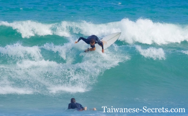 surfing in taiwan donghe