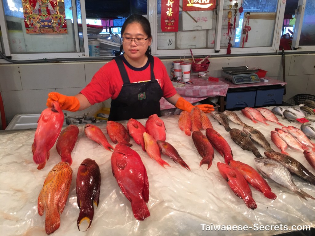 taiwanese woman sells fish