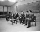 D. Bernardo dirige una sesión para profesores en Tajamar (1963)