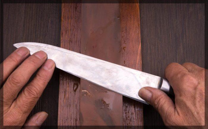 砥石で研がれるステンレス包丁