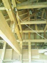 懐のある小屋裏。補強梁を入れました。
