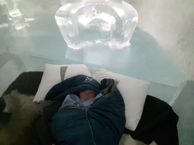 slapen in het ijshotel - slaapzak