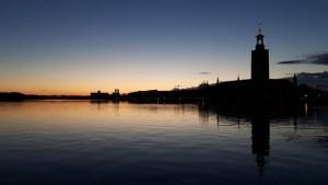 Stadshuset Stockholm bij de zonsondergang
