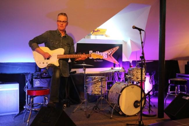 Michael van Guitars - The Museum, het gitarenmuseum in Umeå.